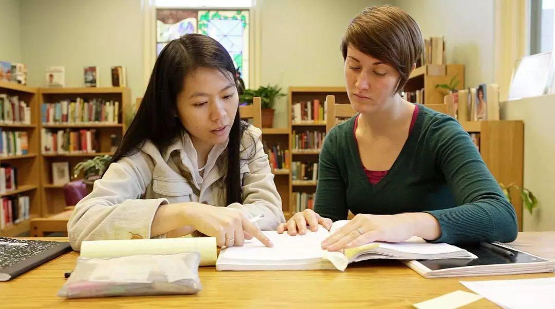 留学白色产业——小小留学生远赴重洋,是谁化作守护学生最亮的星?