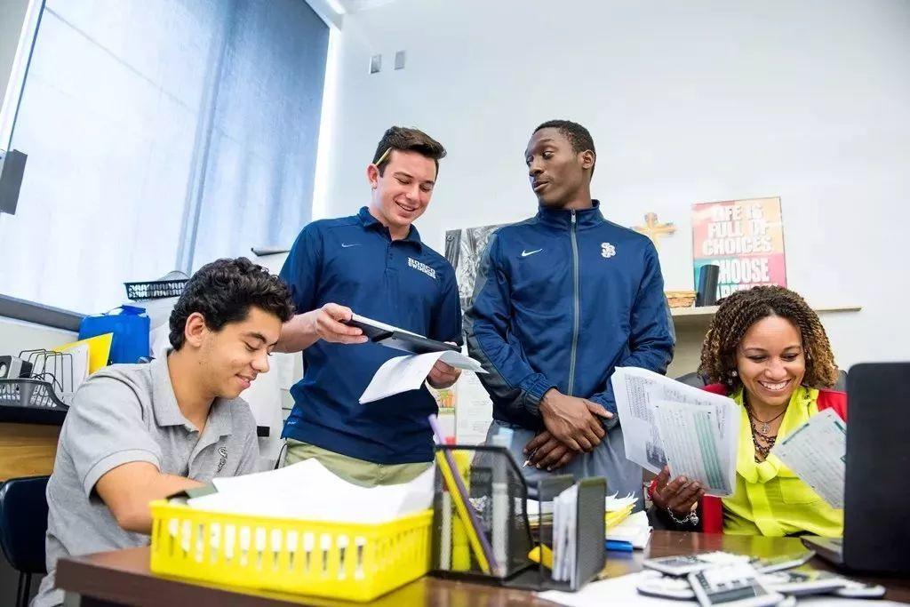 洛杉矶长滩地区最佳学校不仅100%大学录取率,还让你高中开始学习机器人!