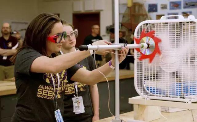 女儿今天参加美国科学奥林匹克锦标赛