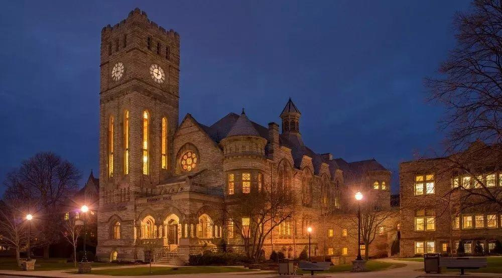 有150多年悠久历史,连续5年被评为本州最好的学校!
